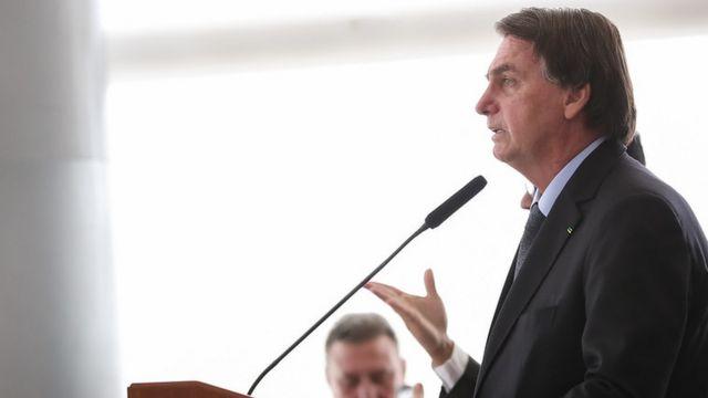 Em discursos e transmissões ao vivo, presidente Bolsonaro diz que lockdown poderia aumentar casos de suicídio, mas isso até agora não foi observado pela ciência