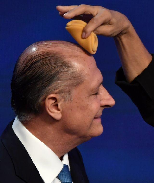 Geraldo Alckmin se prepara para debate com maquiadora