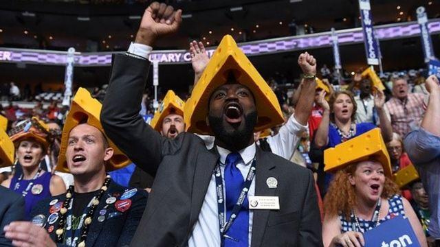 大会4日目の最終日、盛り上がるウィスコンシン州の代議員たち(28日)