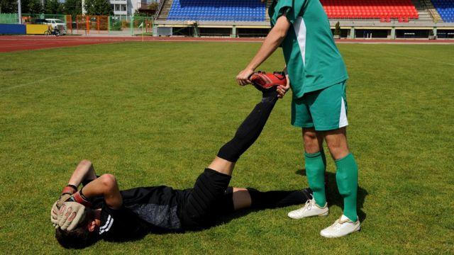 На футбольном поле это случается почти в каждом матче