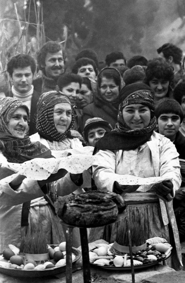 Bakı şəhərində İçərişəhərdə saz və bahar bayramında (19 mart 1984).