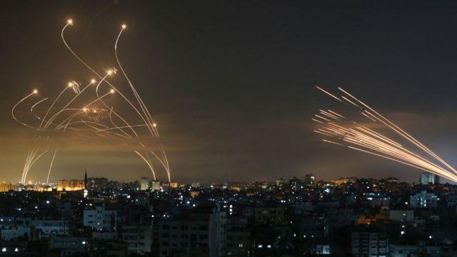 Conflito entre Israel e palestinos: a impressionante foto que mostra luta  entre Domo de Ferro de Israel e mísseis do Hamas - BBC News Brasil