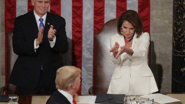 Pelosi na akụru Trump aka