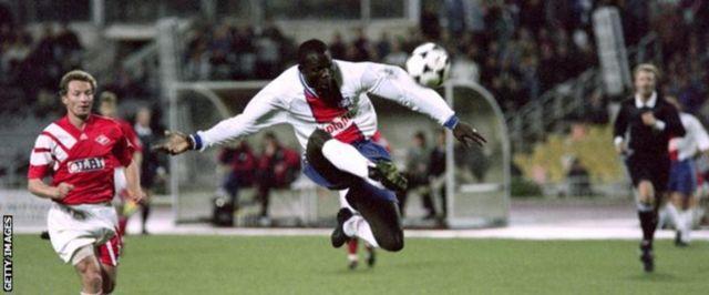 George Weah wakati alipokuwa akiichezea PSG