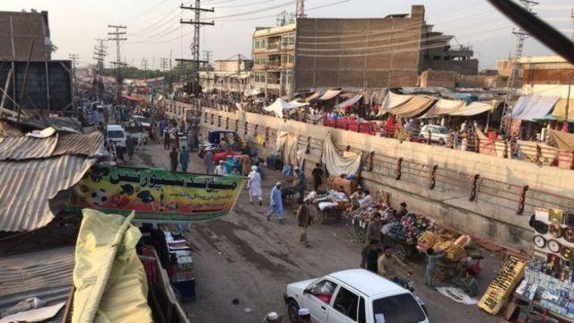 Mercado con decenas de puestos al aire libre