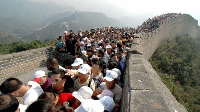 turistas en la Gran Muralla china, 2005
