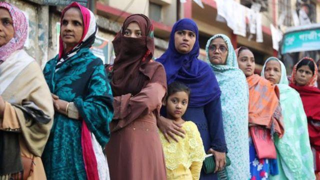 صف رایدهندگان در داکا پایتخت بنگلادش