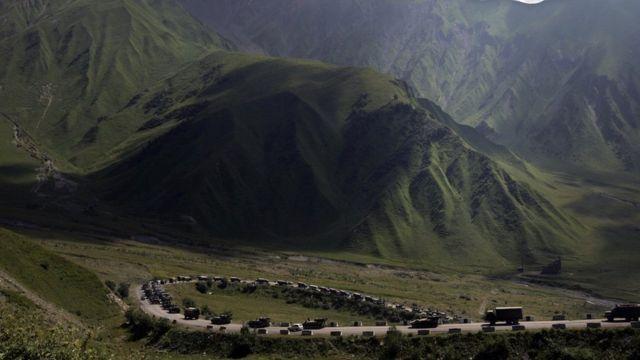 Российская автоколонна в Южной Осетии на Транскавказской магистрали 9 августа
