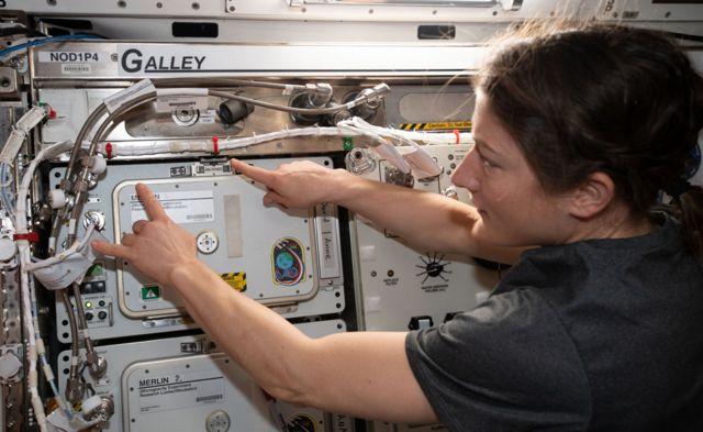 Christina Koch en la Estación Espacial Internacional