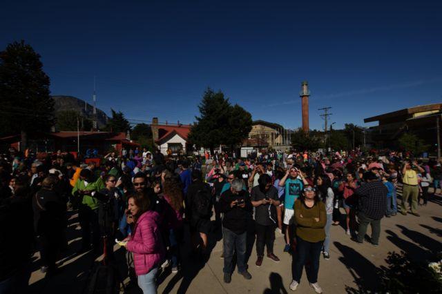 مردم شهر آیسن در جنوب شیلی نیز برای دیدن کسوف جمع شدند