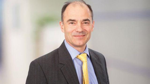 ウォーレン・イースト氏はARMホールディングスのCEOを2001年から13年まで務めた