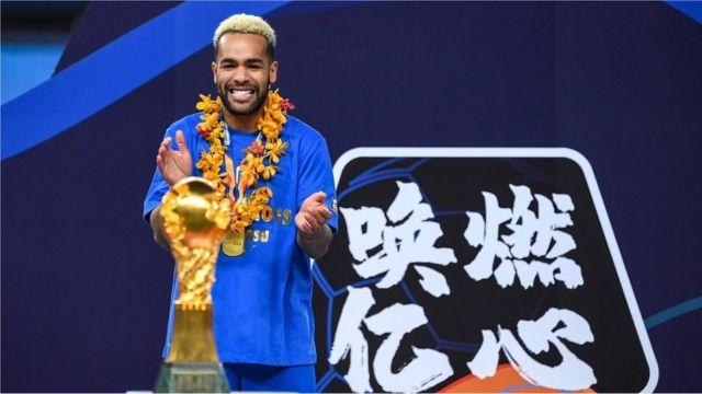 特谢拉是中超最高身价的外援之一,但是在夺冠后他拒绝与江苏队续约。