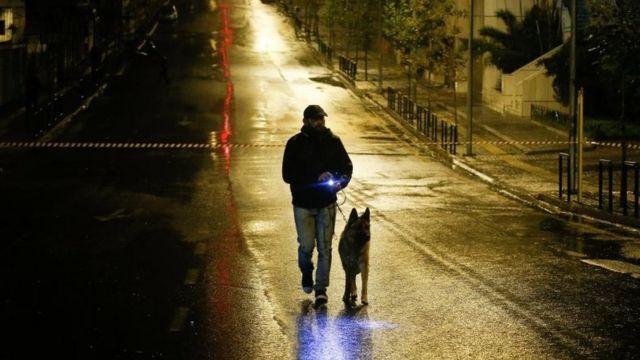 कुत्ता अपने मालिक के साथ