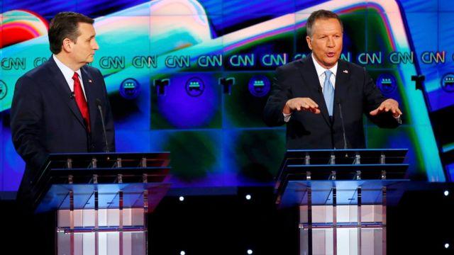 ジョン・ケーシック氏(右)はオハイオ州知事としての経験を強調。左はテッド・クルーズ上院議員