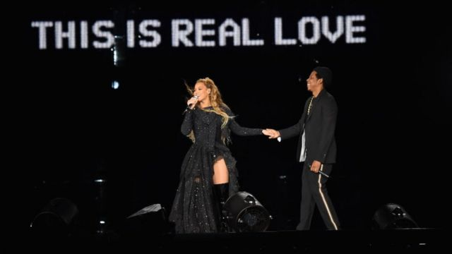 Beyonce and Jay-Z perform togeda for stage during dia 'On the Run II' Tour for Hampden Park on June 9, 2018 for Glasgow, Scotland.