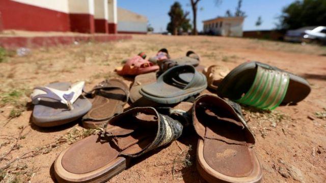Des sandales retrouvées à la suite d'une attaque contre une école nigériane