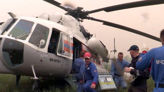 Вертолет спасателей на месте крушения самолета Ил-76 МЧС России, пропавшего в Иркутской области.