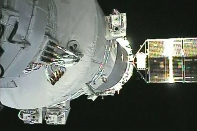 अंतरिक्ष प्रयोगशाला से जुड़ता हुआ चीनी यान