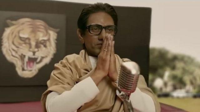 திரைப்படத்தில் பால் தாக்கரேவின் வாழ்க்கையில் நிகழ்ந்த சில முக்கிய அரசியல் நிகழ்வுகள் இடம்பெற்றுள்ளன