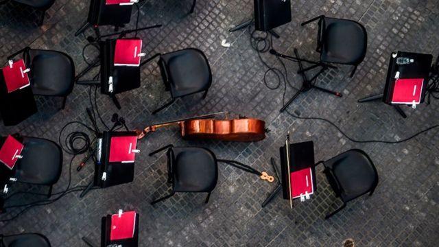 Instrumentos de orquestra durante un receso en Caracas.