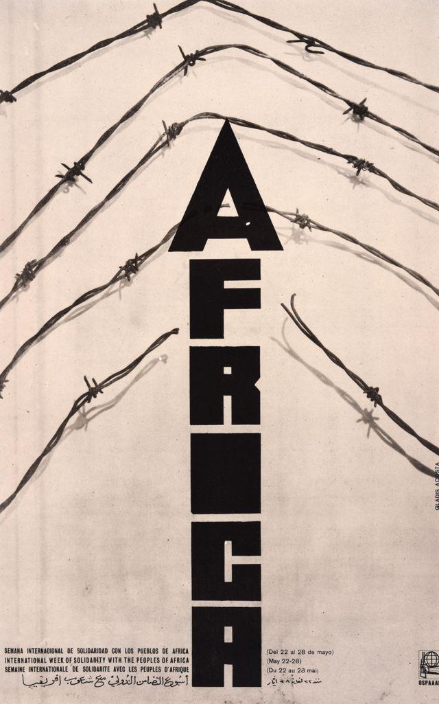 """Une affiche Ospaal intitulée Semaine internationale de solidarité avec les peuples d'Afrique, 1970, qui montre le mot """" Afrique perçant les fils barbelés """"."""