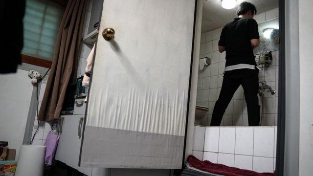 Oh Kee-cheol en su baño