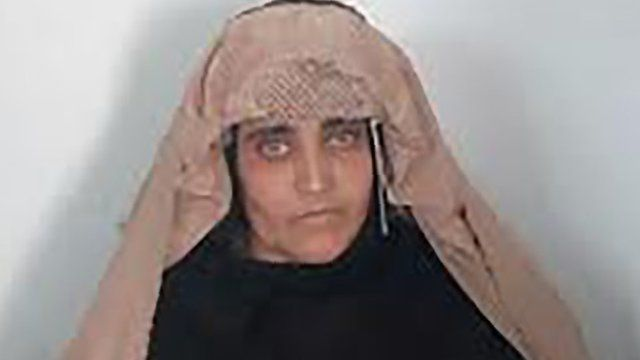 """In this handout photograph released by Pakistan""""s Federal Investigation Agency (FIA) on October 26, 2016, Afghan Sharbat Gula, the """"Afghan Girl"""" who appeared on the cover of a 1985 edition of National Geographic magazine, waits ahead of a court hearing in Peshawar"""