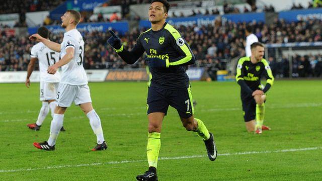 Alexis Sanchez, l'un des meilleurs buteurs de Premier League, avec 14 réalisations, jubile après un but marqué