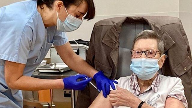Korona virus: Stručnjaci u Srbiji uveravaju da su vakcine bezbedne, zbog jednog slučaja zaraze Brizbejn pod ključem