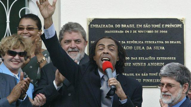 Marisa Letícia, Lula, Gilberto Gil e Celso Amorim na inauguração de embaixada brasileira em São Tomé e Príncipe