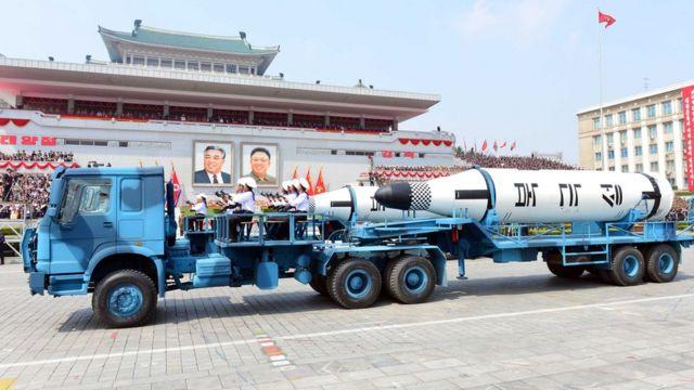 उत्तर कोरिया की मिसाइल का प्रदर्शन.