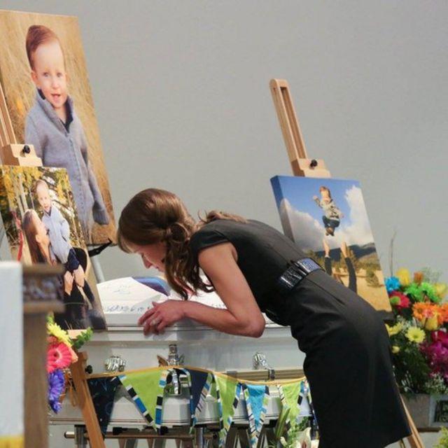 Funeral de Mason