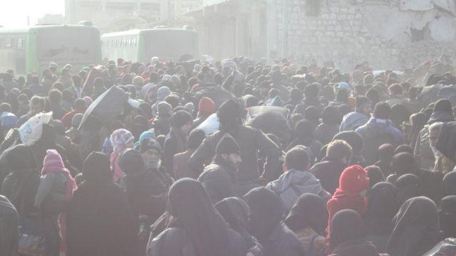 صورة لإخلاء المواطنين من حلب