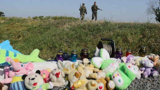 Вооруженные сторонники ДНР возле места трагедии