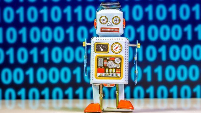 Robot con código binario atrás