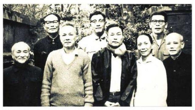 Ông Trần Bạch Đằng và cán bộ miền Nam tập kết ra Bắc năm 1970, hình tư liệu từ sách Đồng chí Trần Bạch Đằng, Người cộng sản kiên trung