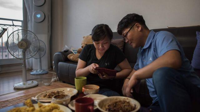 Huỳnh Thị Thái Mười, 23 tuổi, cùng người chồng Hàn Quốc mà cô chỉ mới gặp vài ngày trước khi kết hôn