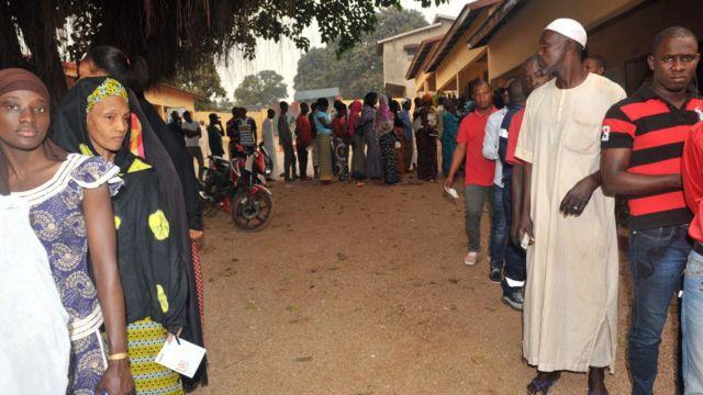 Près de 6 million de guinéens étaient attendus aux urnes dimanche