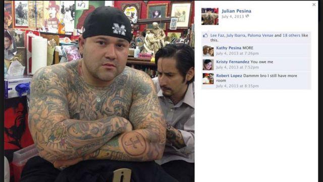 Julian Pesina tatuándose
