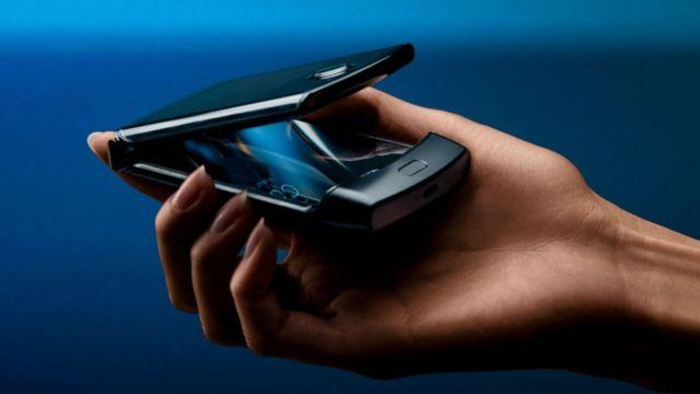 Novi Razr telefon je malo tanji u odnosu na originalni model iz 2004. godine.