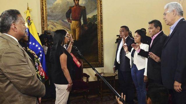 Los gobernadores electos juraron sus cargos ante la directiva de la Constituyente.