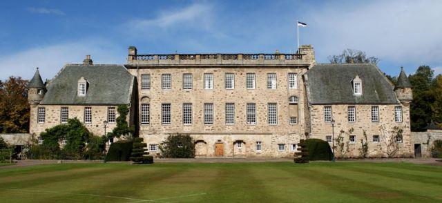 Vista geral do internato de Gordonstoun, na escócia