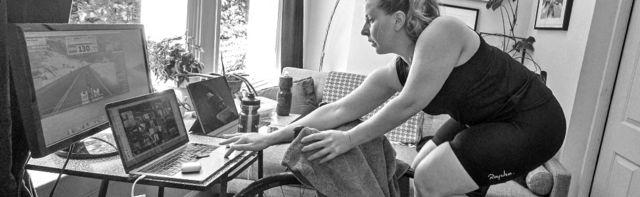 Женщина на велотренажере