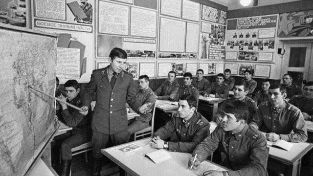 Политзанятие в советской армии