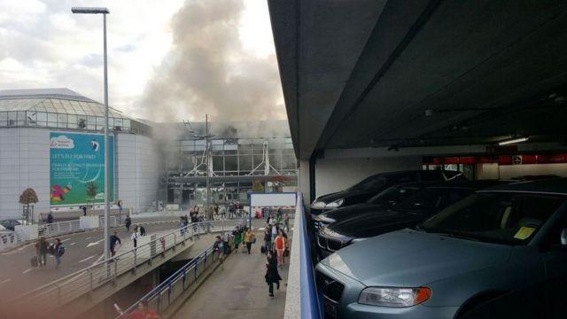 ブリュッセル北東のザベンテム空港で午前8時ごろ、2回の爆発が相次いだ。