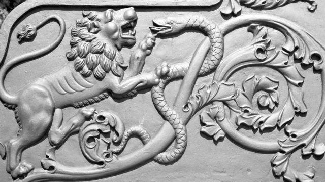 Часть орнамента, украшающего Царь-пушку