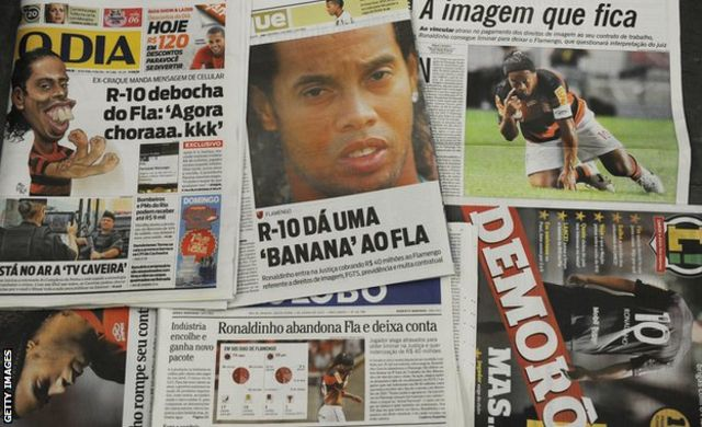 Newspaper coverage of Ronaldinho's departure from Flamengo