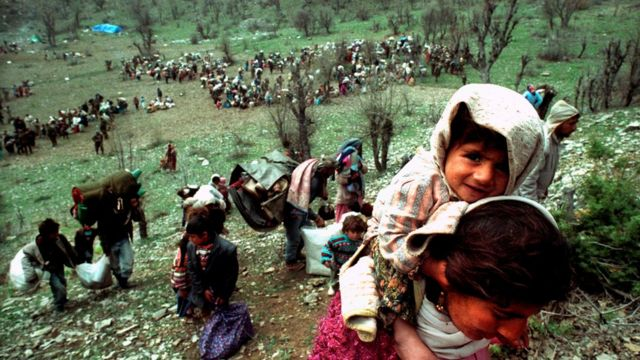 Yannis Behrakis: Pulitzer-winning photographer dies