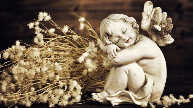 Escultura de ángel