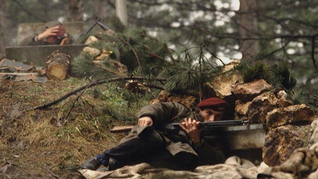 সারাইয়েভোর পাহাড়ে যুদ্ধরত বসনীয় সৈন্যরা -১৯৯২